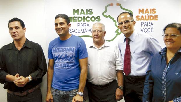 Milan e Torres chegaram e foram apresentados na quarta-feira (Foto: Assessoria de Imprensa da PMI)