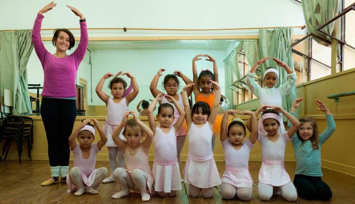 """Alunas da turma """"baby class"""", que aprendem dança com brincadeiras lúdicas (Foto: Assessoria de Imprensa da PMI)"""