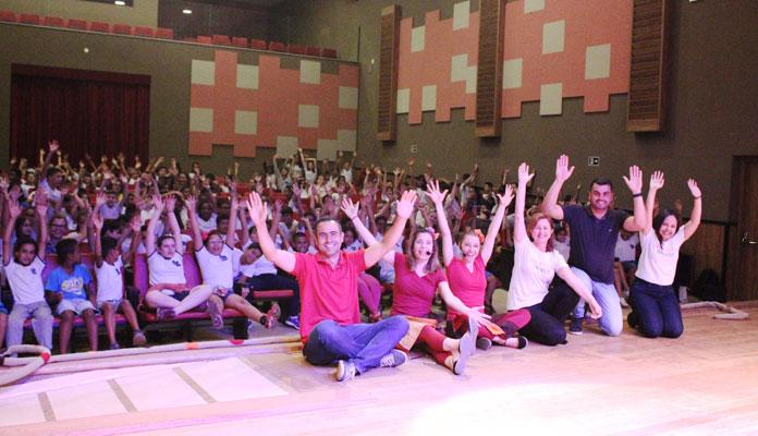 Alunos da rede municipal de ensino assistiram peça sobre empatia e cooperação (Foto: Divulgação)