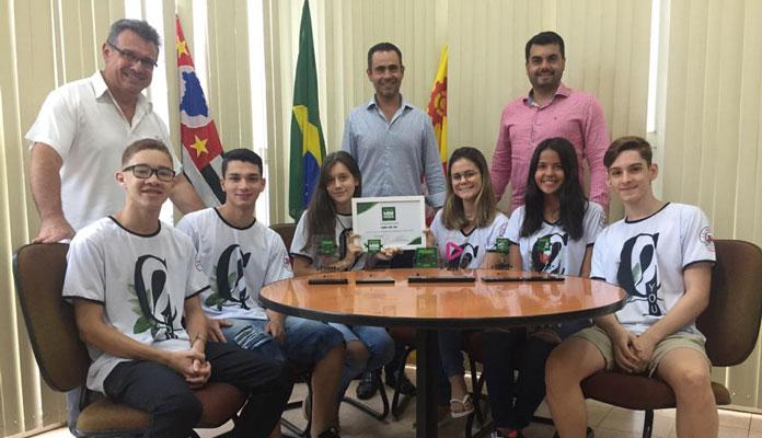 Estudantes foram ao gabinete falar sobre empreendedorismo (Foto: Divulgação)