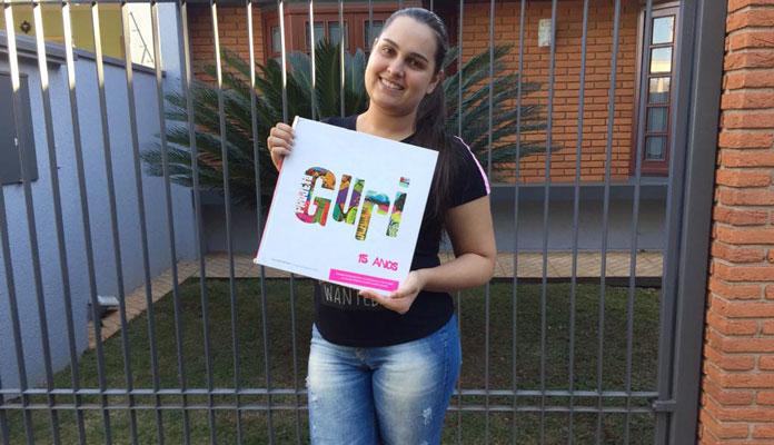 Rafaela Sartori convida crianças e adolescentes para aulas de violão, percussão e canto-coral (Foto: Divulgação)