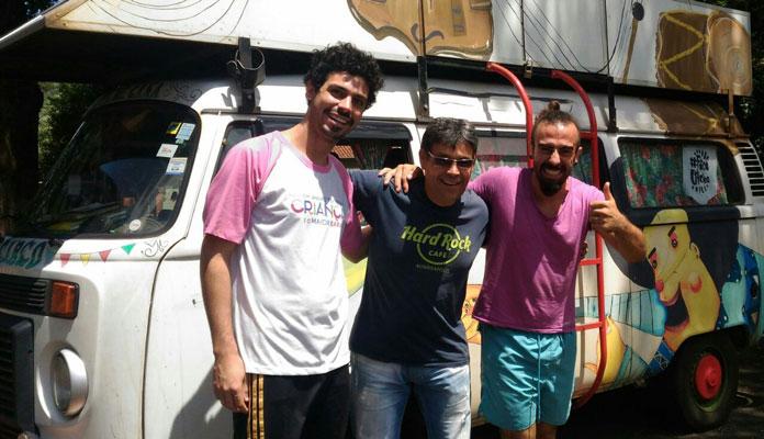 Reinaldo, da Cultura, com Denis e Hugo da Cia Pé de Cana: Espetáculos às 20h e gratuitos (Foto: Divulgação)