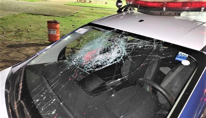 Houve conflito e a viatura da GCM chegou a ser danificada (Foto: Divulgação)