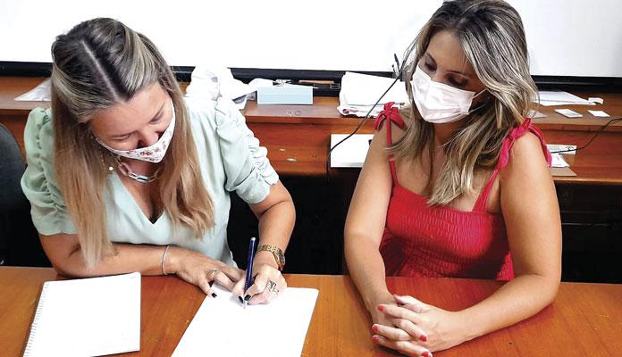 Nelita com a coordenadora de Promoção Social, Márcia Cristina Baldini  (Foto: Divulgação)