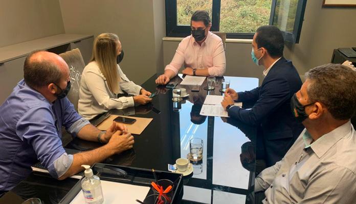 Nelita e os coordenadores Wilson Silva e Silvio Sartori conversaram com o secretário estadual Cauê Macris e com o deputado Murilo Félix (Foto: Divulgação)