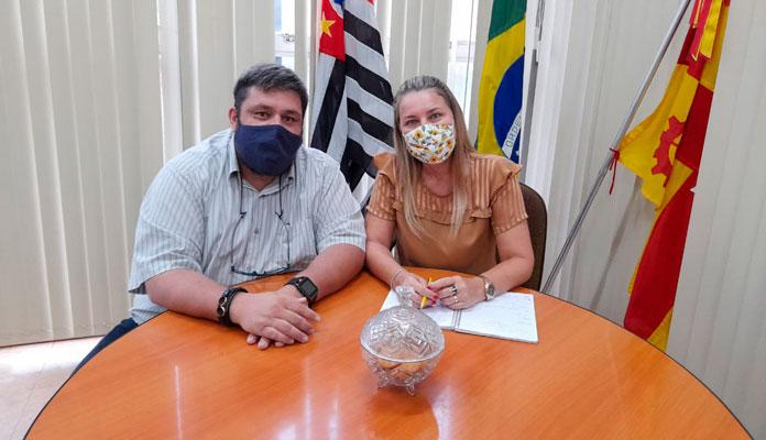 Nos 100 dias de governo, prefeita e vice-prefeito destacam o foco em salvar vidas em meio à pandemia (Foto: Divulgação)