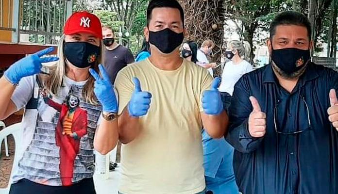 Nelita Michel, Ralf Silva e Chicão Rosseti comemoram doações (Foto: Reprodução Redes Sociais)