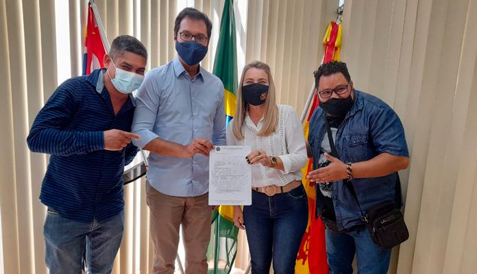 Também participaram do encontro os vereadores Carlos Eduardo de Souza Silva, o Payuka, e Alailson Gonçalves Rios (Foto: Divulgação)