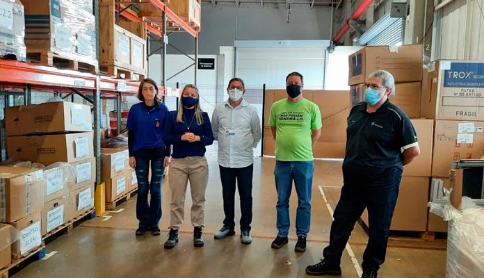 Foram doados itens como luvas, máscaras, protetores faciais e outros itens que serão utilizados pela equipe da Saúde (Foto: Divulgação)