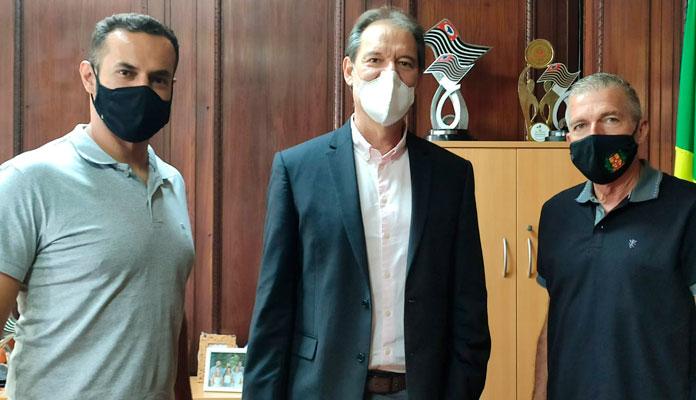 Coordenador João Cleber e chefe do setor, Sid Buck, participaram de reunião com o secretário do Estado, Marco Aurélio (Divulgação)