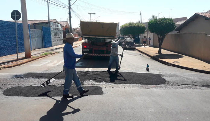 Prefeita Nelita Michel passou pelas vias para verificar o serviço (Foto: Divulgação)