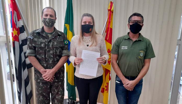 Cerimônia de posse ocorreu no gabinete e foi realizada pelo Tenente Silva, chefe da 4ª Delegacia de Serviço Militar (Foto: Divulgação)