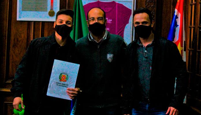 Vereadores estiveram pessoalmente no prédio da secretaria para entregar as demandas (Foto: Divulgação