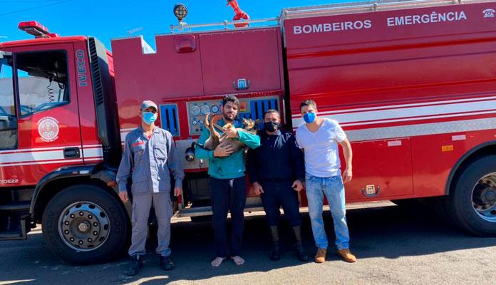 Participaram da ação o Cabo PM Pinheiro e GCM Medeiros, que integram o GPB de Iracemápolis, 16 º Grupamento dos Bombeiros, sob o comando do Sargento Jeff Diego Cancela Novais (Foto: Divulgação)