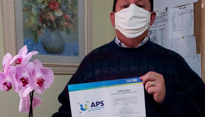 Certificado foi recebido pelo coordenador da Saúde Juvenal Baptistella Chiochetti (Foto: Divulgação)