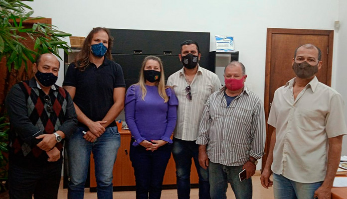 Perci Bueno de Moraes,  Valdenito Almeida, Adilson, Fernando de Lima e Roberto Zuza, se reuniram com Nelita.