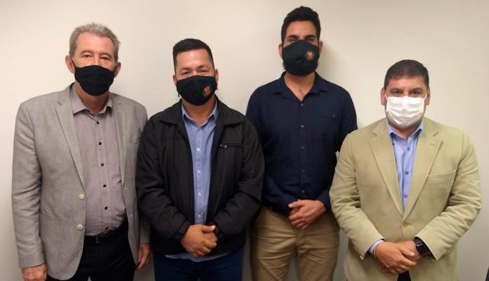 Ralf Silva e Fabio Simão estiveram na secretaria levando solicitações do município (Foto: Divulgação)