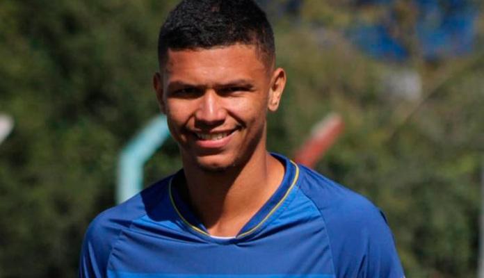 João Marcos Correia Monteiro da Cruz foi formado na escolinha de futebol da CME, onde foi treinado por José Carlos Padovan (Foto: Arquivo Pessoal)
