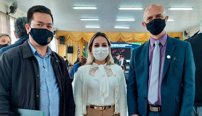 Vereador Ralf Silva, Deputada Kátia Sastre e René Blumer, prefeito de Torrinha. (Foto: Divulgação)