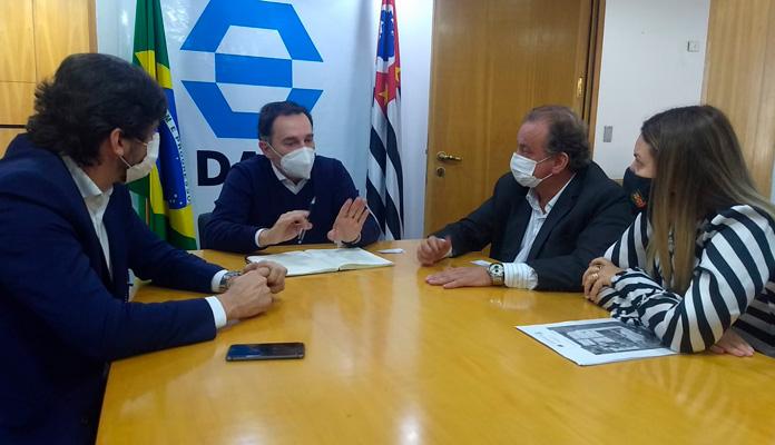Nelita e Miguel Lombardi anunciam em vídeo o deposito da verba (Foto: Divulgação)